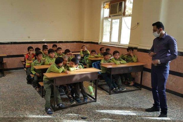 معلم فداکار به کلاس درس برگشت