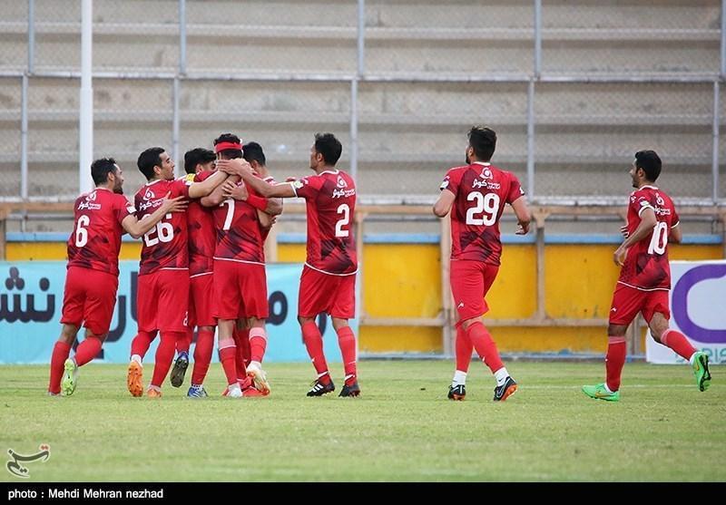 لیگ برتر فوتبال، تراکتورسازی فاتح دربی تبریزی ها، شاگردان لیکنز به یک قدمی پرسپولیس رسیدند