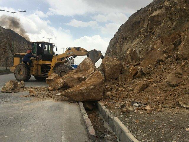 احتمال وقوع بهمن و ریزش کوه در جاده تهم - چورزق