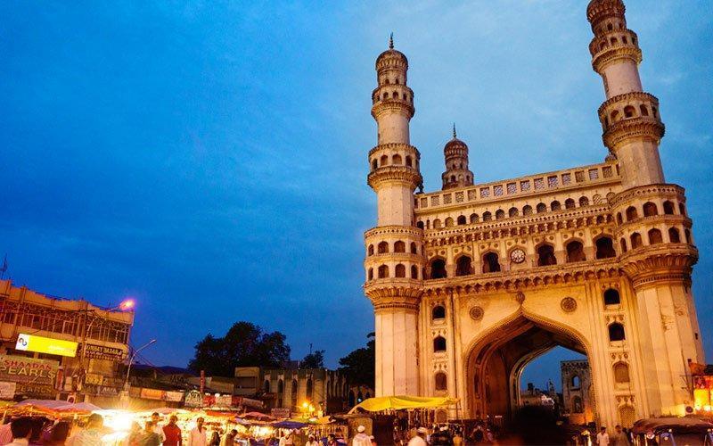مسجد چهارمنار هند، طاق پیروزی شرق