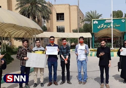 اعضای انجمن اسلامی دانشجویان دانشگاه شهید چمران و علوم پزشکى اهواز تجمع کردند