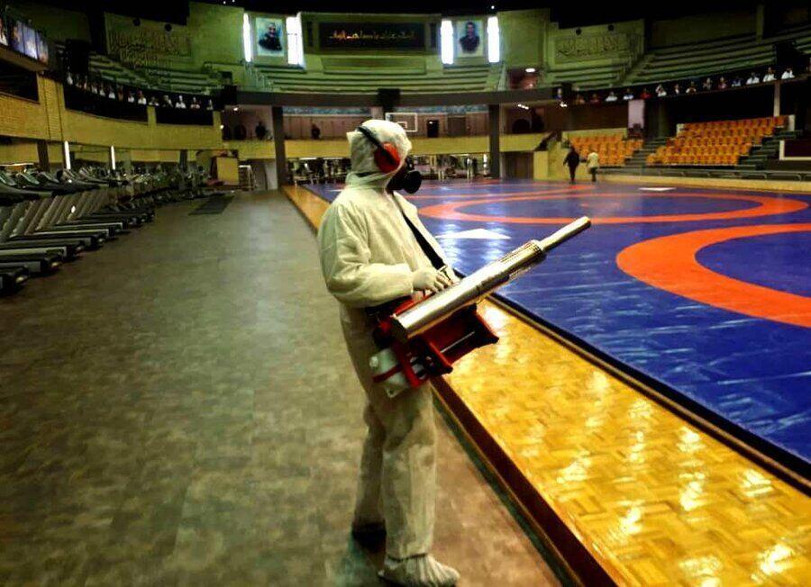 خبرنگاران سالن های مجموعه ورزشی آزادی ضد عفونی شدند