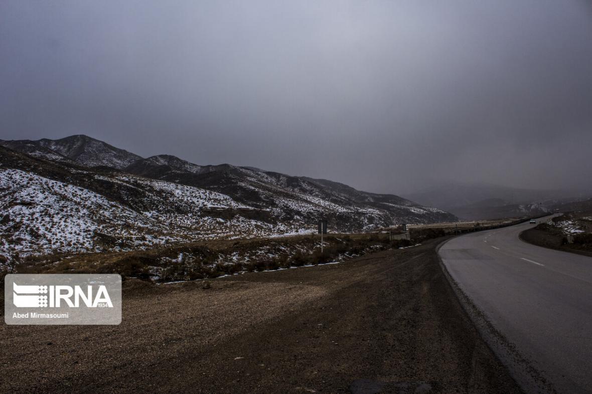 خبرنگاران هشدار پلیس: محورهای کوهستانی استان سمنان مه آلود و لغزنده است