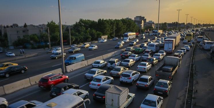 ترافیک نیمه سنگین درآزادراه های قزوین-کرج-تهران