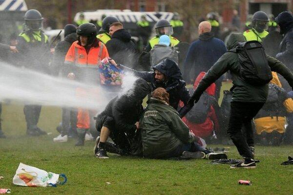 اعتراض مردم آمستردام به محدودیت های کرونایی