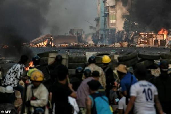معترضان میانماری همچنان در خیابان همزمان با تشدید فشارهای بین المللی بر ژنرال های کودتاچی