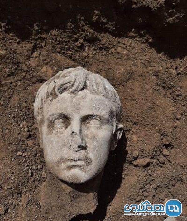 کشف سر مجسمه مرمرین نخستین امپراتور روم در ایتالیا