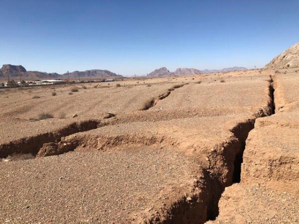 فرونشست 12 تا 16 سانتی متری زمین در دشت بادرود